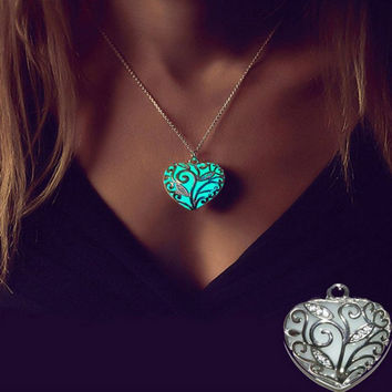 Glow In The Dark Pendant Necklace Steampunk Pretty Magic Round Fairy Locket