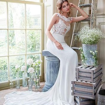 [135.99] Chic Tulle & Chiffon Bateau Neckline Sheath Wedding Dresses With Lace Appliques - dressilyme.com