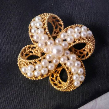 Vintage Designer Signed Estate Lisner Pin, Faux Pearl Flower Bold Couture Layered  Brooch, 1950's High End Jewelry