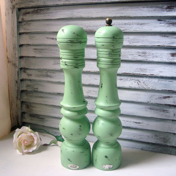 Green Vintage Pepper Mill and Shalt Shaker Set, Tall Wooden Pepper Grinder and Salt Shaker, Mint Green, Shabby Chic Salt and Pepper Shakers