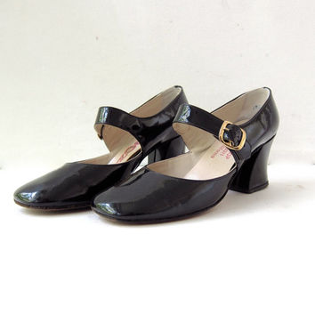 80s black patent leather mary janes. black buckled sandals. high heels.
