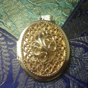 Beautiful Oval Shaped Gold Tone Locket Pendant With Scroll Design Free Shipping USA Only