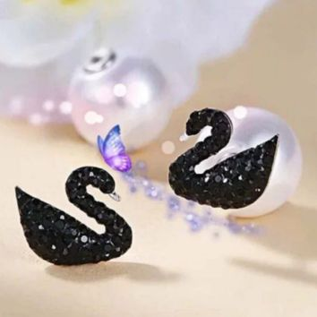 Swarovski New fashion pearl diamond swan earring accessories Black