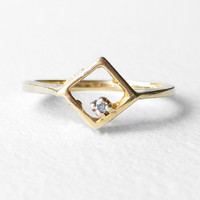 Celastraceae - 10k Yellow Gold Square Diamond Ring