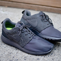 NIKE Roshe Run Safari - Midnight Fog | Sneaker | Kith NYC
