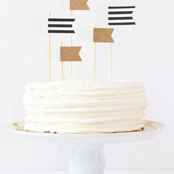 Cake Topper Black and White Kraft Paper Flag Topper Stripe Pennants Party Supplies Birthday Cake Toppers Wedding Cake Decorations / Set of 5