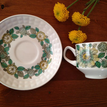 Extremely rare 1960s Castellan Collection coffee/tea cup. Mod, floral, adorable.