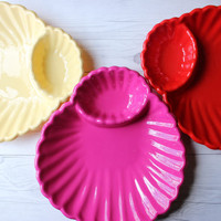 Vintage Set of 5 Plastic Seashell Shaped Chips & Dip Serving Party Tray Platter Plates | Yellow, Pink and Red | Outdoor, Camping Accessories