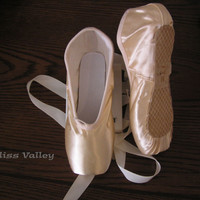 New Satin Ballet Pointe Shoes - Women's sz  6M  7M  7.5M  8M  8.5M  9M