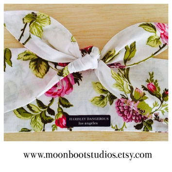 Rockabilly White Floral Rose Print Headband, Pink Pin Up Hair Scarf, 1950s Style Pinup Hair Wrap