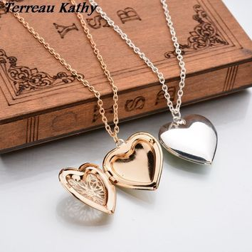 Terreau Kathy Real Shooting Plated Gold Hollow Heart-Shaped Pendant Necklace Women Jewelry Accessories Cute Photo Box