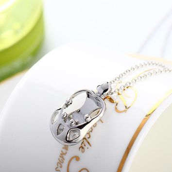 Maternal love fashion Mother holding a child Character pendant necklace free shipping for woman YP19