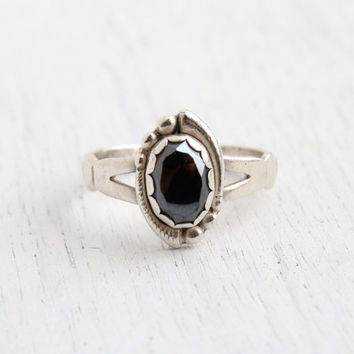 Vintage Sterling Silver Hematite Ring - Signed WM Co. Size 8 Native American Style Jewelry / Bezel Set Gray Stone