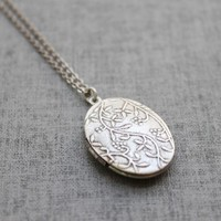 Vintage style double side vine pattern oval Locket - S2066