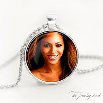 Beyonce pendant Beyonce necklace Beyonce Celebrity Jewelry Glass vintage pendant Music jewelry Celebrity print
