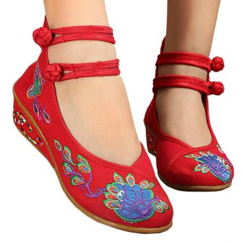 Fashion Online Peacock Old Beijing Cloth Embroidered Shoes  Red