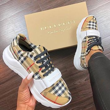 BURBERRY 30 millimeter classic sports shoes-1
