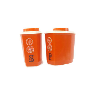 Vintage Orange Plastic Salt and Pepper Shakers, Retro 70's Kitchen, Large S & P Shakers, Glamper Kitchen, Picnic Camperux