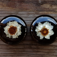 "White flower Wooden Ear Tunnels pair,Wood plugs,wooden tunnels resin plugs 20 mm;13/16"" inch, wedding plugs, bridal gauges, wooden gauge"