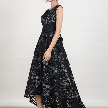 Black Lace Sleeveless Bow-Waist Maxi Dress