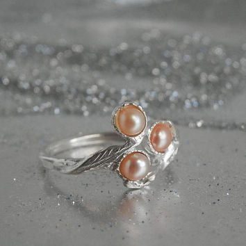 Silver pearl ring, Pearl ring, Sterling silver ring, Silver leaf ring, Engagement ring, Pearl Jewelry, Silver branch ring, Pink pearl ring