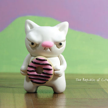 Donut Loving White Cat Figurine - Geeky Polymer Clay Original Sculpture - Fun Desk Toy or Nerdy Home Decor