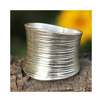 Sterling Silver 'Whispering Snow' Band Ring (Thailand)   Overstock.com