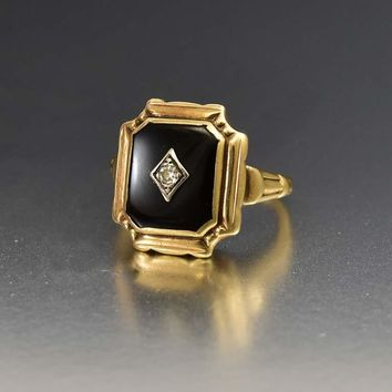 Charming Art Deco Gold Onyx and Diamond Ring