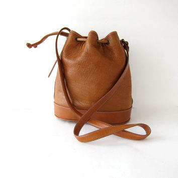 Vintage brown leather bucket bag. leather drawstring purse. cross body. shoulder bag.