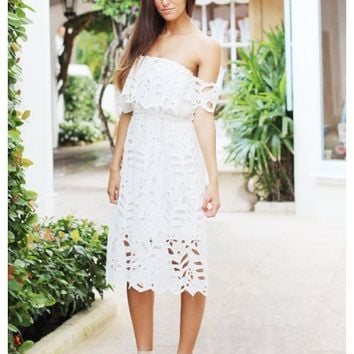 White lace off the shoulder midi dress | Alice | escloset.com