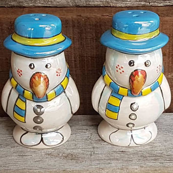 Vintage Snowmen Salt And Pepper Shakers , Lusterware , Made in Japan , Kitsch Snowman