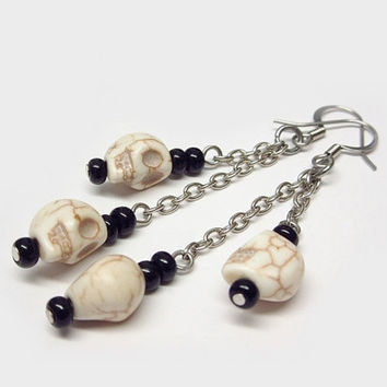 Skull earrings, dangle skulls earrings, skulls and chain earrings, Halloween earrings, creepy earrings, horror earrings, witch earrings