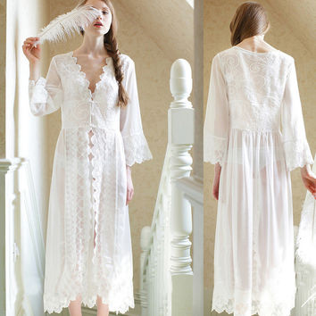 Sexy Long Nightwear White Lace Vintage Dress Sleepwear for Women Medieval Nightgown European Palace Princess Dress Robe Vestidos