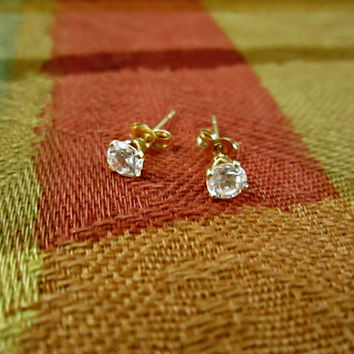 Vintage 14k Yellow Gold Stud Post Earrings Fabulous gift for her Simulated Diamonds Cubic Zirconia Sweet n Petite Clean Excellent Condition