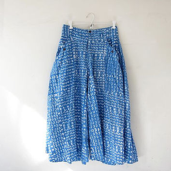 Vintage palazzo pants. Capre pants. Blue + white batik printed pants. Wide leg skirt pants. Summer lounge pants. Loose fit pocket pants.