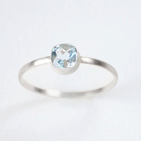 Sky Blue Topaz & 14kt White Gold Ring