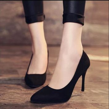 Suede pointy toe heel pumps                 Meghan Markle look option