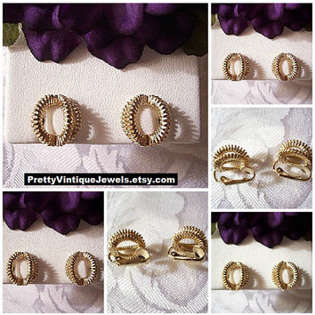 Avon Zipper Band Clip On Earrings Gold Tone Vintage Avon Curved Textured Ribs Open Oval Rings