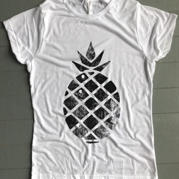 Grunge Pineapple Women's Tee - Weekend Originals