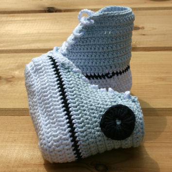 Newborn baby crochet booties Pure cotton Converse style basketball baby booty Baby shoes crochetyknitsnbits blue white navy handmade 0-3 mth