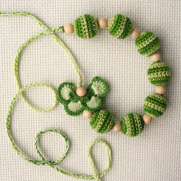 Sale Nursing necklace Babywearing Breastfeeding necklace Sling Accessory Teething Baby Mommy crochet necklace Butterfly Green Wood Beads
