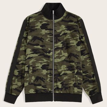 Men Camo Print Contrast Sideseam Sleeve Bomber Jacket