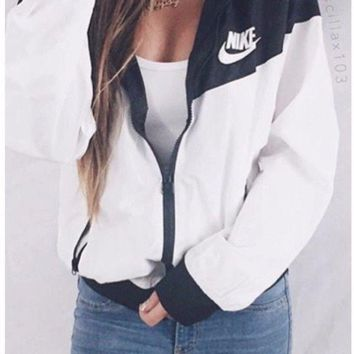 Nike Women Windrunner Windbreaker Black & White Sport Hooded Sweater Jacket NWT