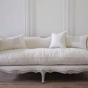 20th century Louis XV daybed style sofa upholstered in belgian linen