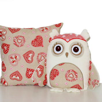 Christmas  Pillowcase, Pesonalized Owl Pillow, Scandinavian Christmas Decoration, Beige, Red, white