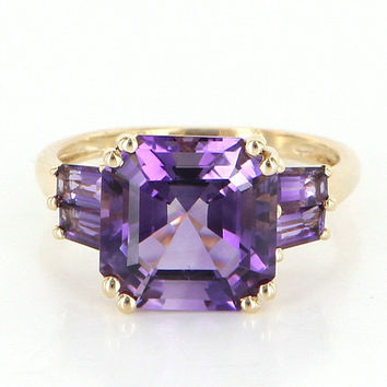 Vintage 14 Karat Yellow Gold Amethyst Cocktail Right Hand Ring Fine Jewelry