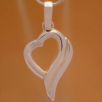 Elegant Solid Sterling Silver Gently Heart Pendant 925 Hallmark Lovely Charm Beautiful Marvelous Incredible Impressive Handmade Handcrafted