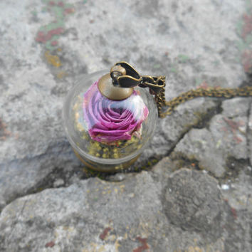 Glass dome necklace filled with real dried rosebud and mountain moss,Glass moss flower necklace,Dried roses jewelry,Moss jewelry, Botanic