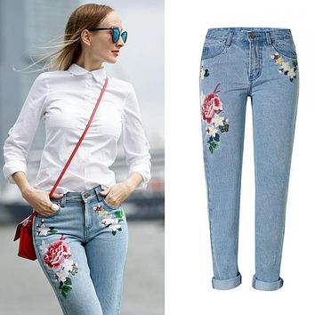 Mom Jeans Femme Women Embroidery Floral Light Blue Jeans Tumblr 2017 Fashion Ladies Denim Jeans Feminino Mujer Plus Size