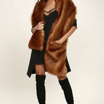 Get the Luxe Brown Faux Fur Stole